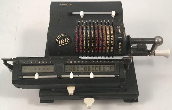 IRIS modelo XIII, s/n 157124, hecha en España bajo licencia sueca, distribuida por Gaspar Trumpy (representante general, Madrid), año 1945, 32x18x13 cm