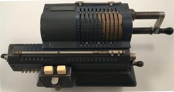 ORIGINAL ODHNER modelo 107, s/n 107-600968, año 1948, 35x16x12 cm (esta es la pieza con la que inició su colección el profesor Pérez-Prados en el año 1980)