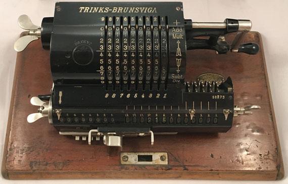 BRUNSVUGA TRINKS, modelo B, Grimme, Natalis & Co, Braunschweig, s/n 50273, año 1905, distribuida por Venancio Guillamet (Barcelona), 37x17x13 cm