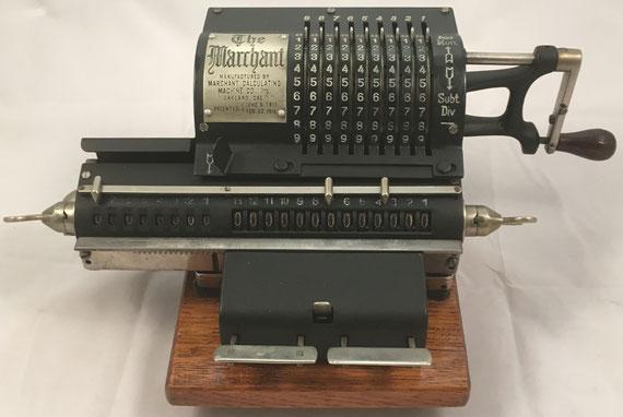 THE MARCHANT modelo Standar A, s/n 2454, capacidad 9x8x13, fabricada por Marchant Calculating Machine Co. (Oakland, USA), año 1916, 38x22x13 cm