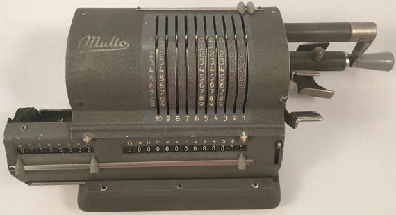 MULTO modelo 03, s/n 60075, fabricada por A.B. ADDO en Malmö (Suecia), año 1949, 32x16x11 cm