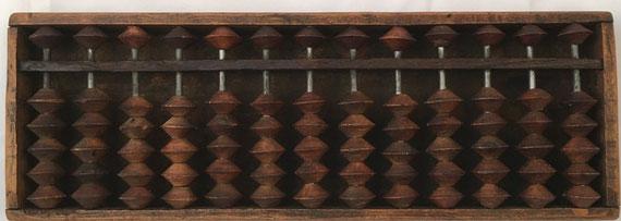 "Ábaco japonés ""soroban"" anterior IIGM, 13 columnas, 29x10 cm"