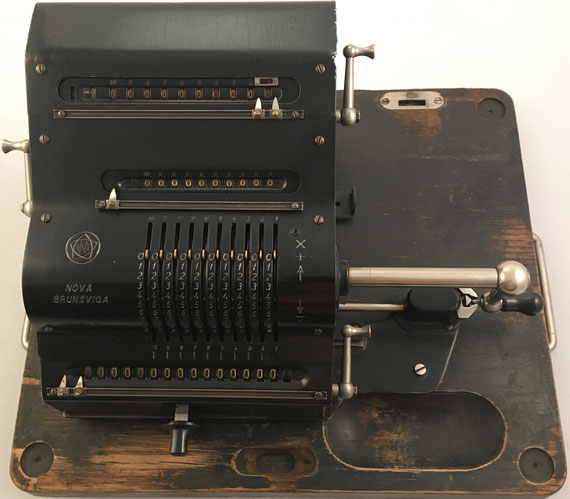NOVA BRUNSVUGA modelo Nova II, Brunsviga-Maschinewerke, Grimme, Natalis & Co, Braunschweig, s/n 124560, capacidad 10x10x15, año 1925, 36x27x18 cm