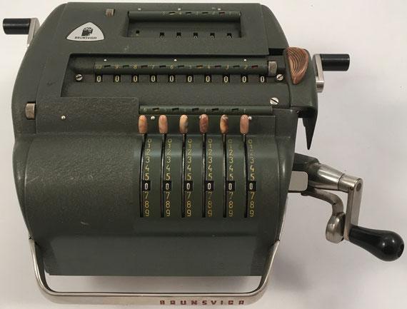 BRUNSVUGA NOVA 10, Brunsviga-Maschinewerke A-G, Braunschweig, s/n 250625, capacidad 6x5x10, año 1952, 25x23x10 cm
