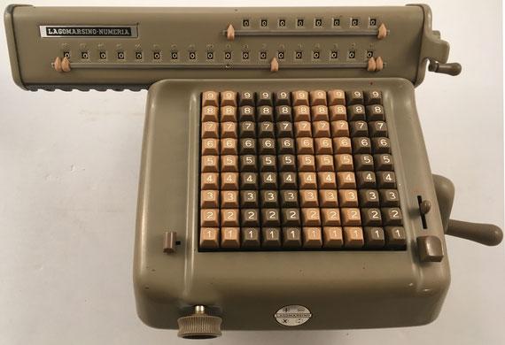 LAGOMARSINO-NUMERIA modelo 5301, s/n 66173, año 1950, hecha en Milán (Italia), 41x26x18 cm
