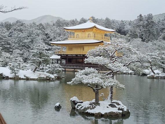 雪の鹿苑寺 金閣