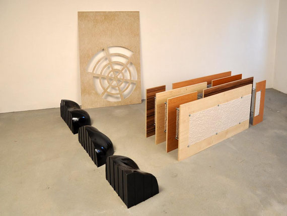 Kluft, Holz, Knetgummi, Ton, Bitumen, Gipskarton, 150x314x242 cm
