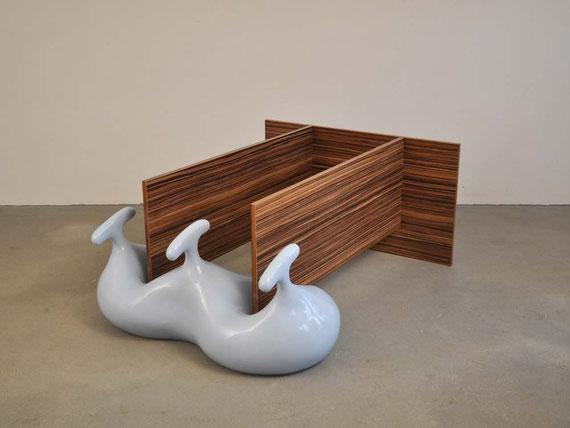 Drift, Steinzeugton, Lack, Holz, Schrauben, 56x101x132 cm