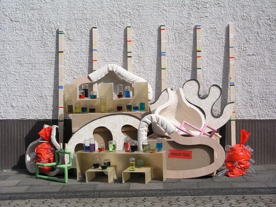 Aussetzungen I, diverse Materialien, 200x284x112 cm