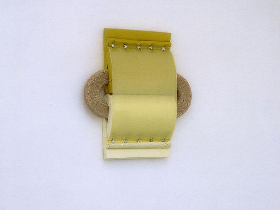 o. T., 2000, Holz, Schaum- u. Kunststoff, Pigment, Schrauben, 120x105x26cm