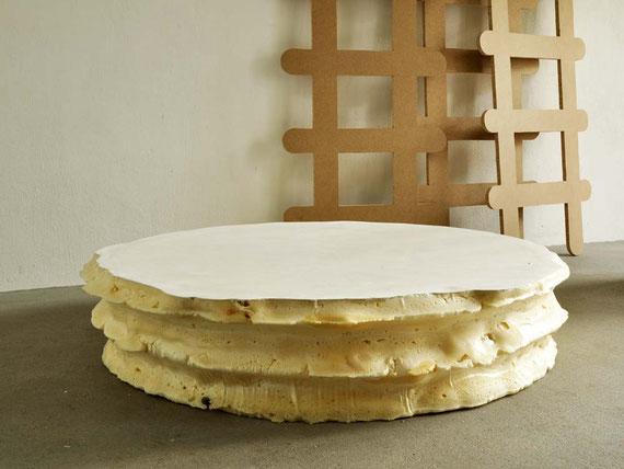 Luder, Steinzeugton, Glasur, Holz, PU-Schaum, Gips, 230x420x220 cm