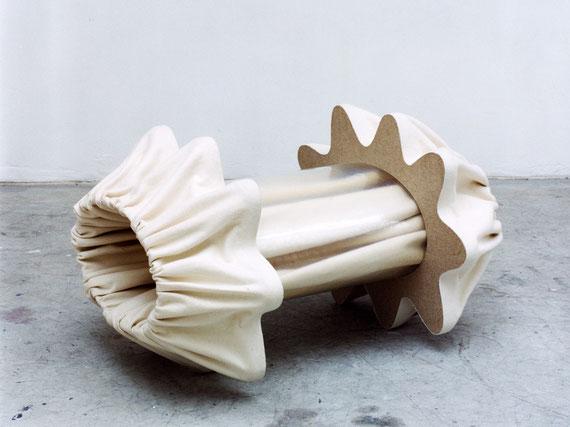 o. T., 1998, Holz, Kunststoff, Filz, Schrauben, 53x90x72cm
