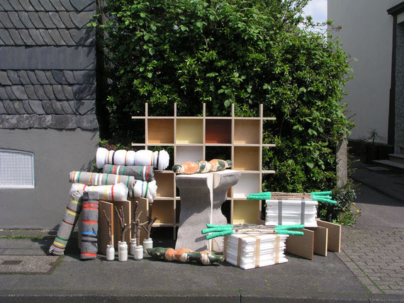 Aussetzungen I, diverse Materialien, 150x286x97 cm