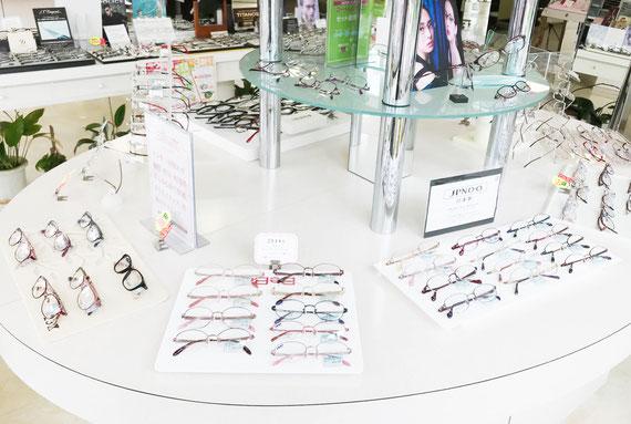 メガネのホズミ本店には婦人フレームのブランドが勢揃い!