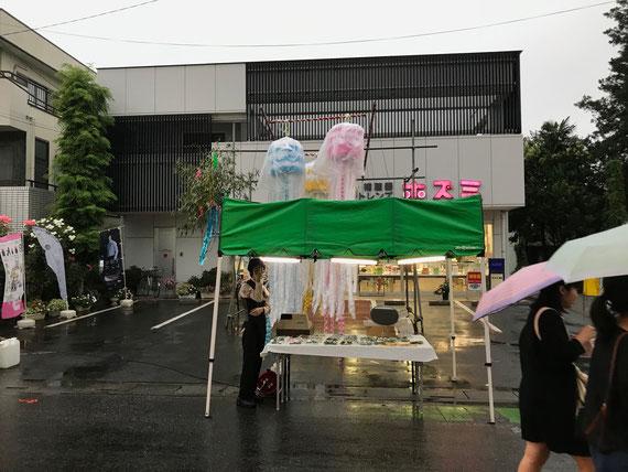 少し肌寒い小雨の中、それでも深谷七夕は盛況です!