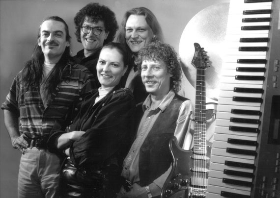 hinten v.l.n.r.: Klaus Knipping b, voc), Jochen Anderle (key, voc); vorne v.l.n.r.:  Pit Rudolf (g, voc), Babs Zürz (voc), Kalli Schaub (dr)