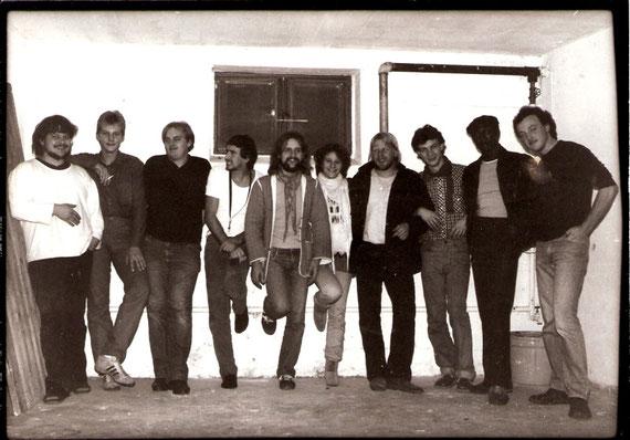 v.l.n.r.: Peter Koch (tr), Frank Spannaus (keyb), Dragan (tr), Georg Dickhaut (sax), Thomas Hegner (git), Angie (gast), Dieter Arnold (dr), Peter Maith (b), Tony Barnes (voc), Martin Schulz (perc)