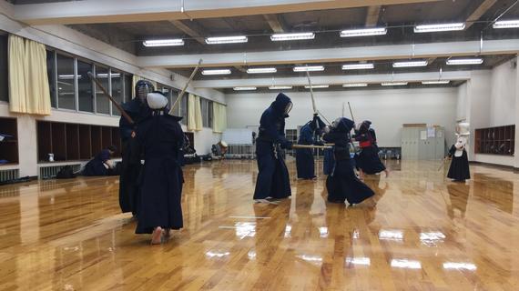 稽古の様子(埼玉県立新座柳瀬高等学校剣道場)