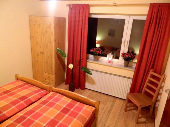 Schlafzimmer mit Doppebett