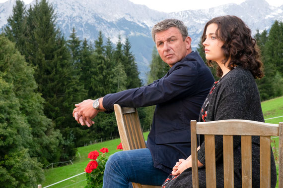 Im Juli und August läuft die Wiederholung der dritten Bergdoktor-Staffel im ORF. (c) ORF/ZDF/Erika Hauri