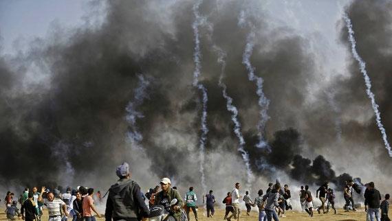 Trois Palestiniens ont été tués par des tirs de soldats israéliens dans la bande de Gaza lors du cinquième vendredi consécutif de protestation le long de la frontière israélienne. | MOHAMMED ABED / AFP