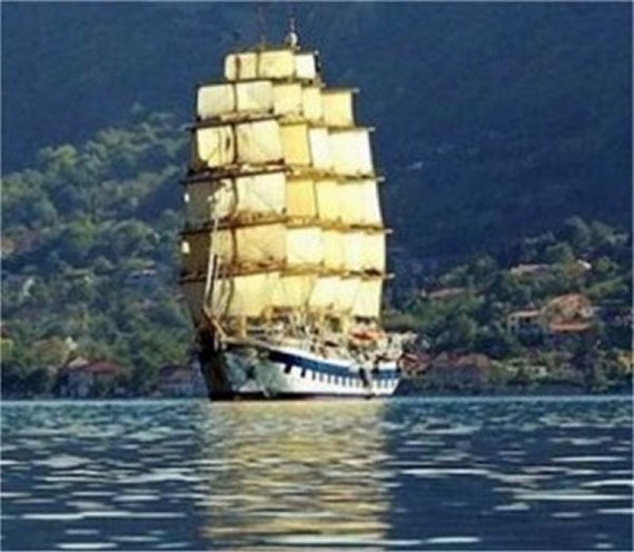 STAR CLIPPER IN KOTOR BAY