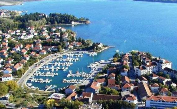 Slike gradova po azbuci - Page 4 View-from-the-hill-of-tivat-marina