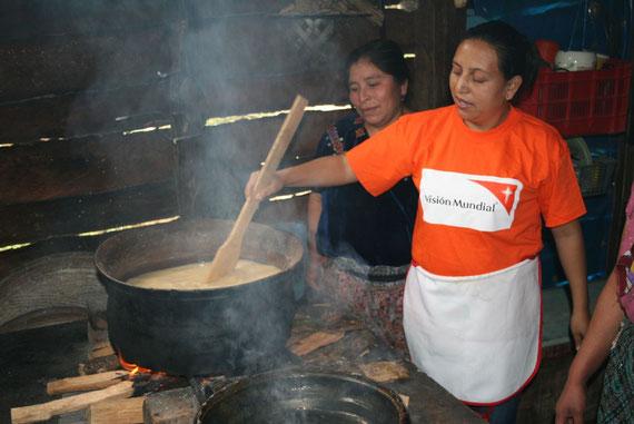En el marco del  Dìa Internacional de la Mujer que se celebra este 8 de marzo, Visión Mundial impulsa el programa que enseña a nutrir.
