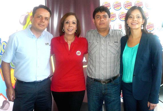 Representantes de las empresas patrocinadoras y BK Becas Fundación.