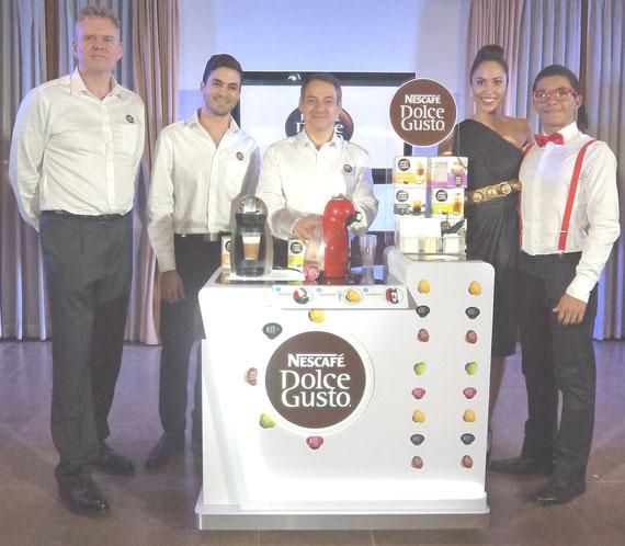 Personeros de Nestlé durante la presentación