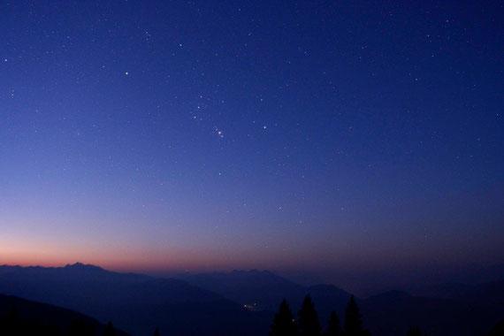 Sternbild Orion an einem frühen Augustmorgen