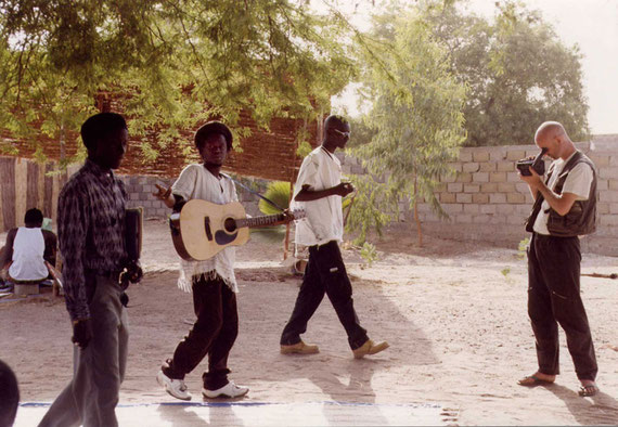 "Videodreh beim ""Art Bridge Symposion"" in Mbour/Senegal, 2000"