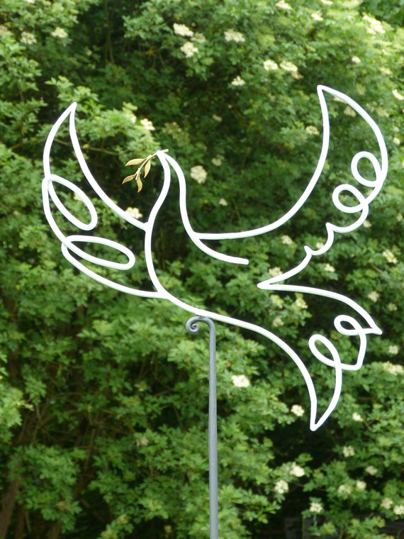 Friedenstaube auf Stab, verzinkt und lackiert