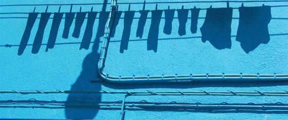 Schatten einer Wäscheleine auf Burano (Venezia)