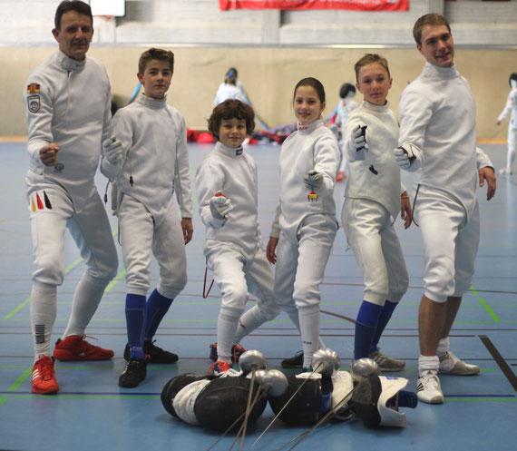 Bei dem traditionell am Sonntag stattfindenden Mixed-Mannschaftsturnier (ein Aktiver-, ein Jugend- und ein Schüler-Fechter) startete Dillenburg mit zwei Mannschaften und konnte am Ende Platz 4 (Dillenburg 2) und Platz 7 unter 10 Mannschaften belegen.