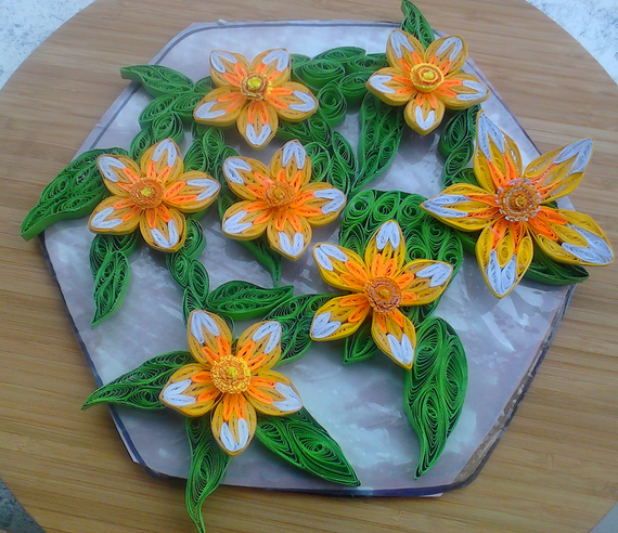 Paper - Quilling Flowers on Leaves