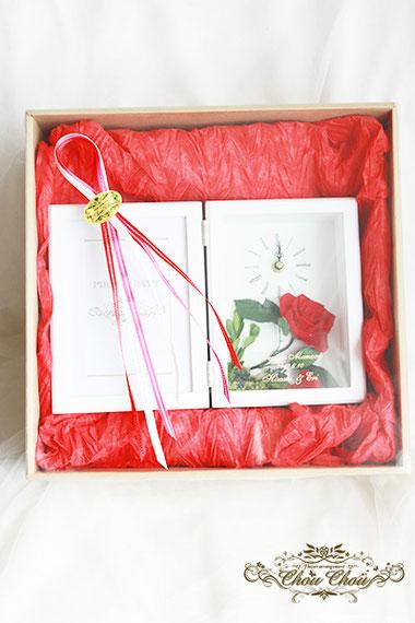 結婚式 ウェディング 両親への贈り物 時計フラワー フォトフレーム 赤薔薇 一輪の薔薇 グリーン オーダーフラワー  シュシュ