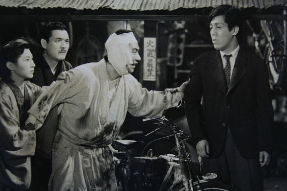 映画『妻の勲章』のスチル写真