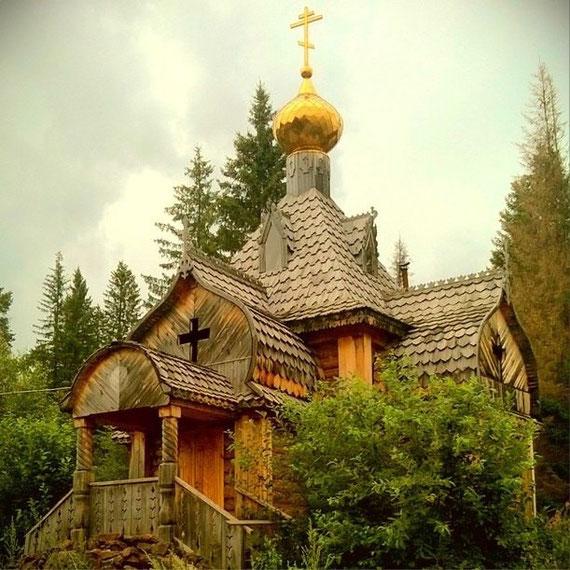 Церковь на берегу озера