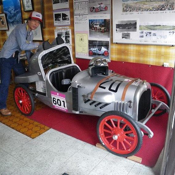 富士エコランチームのカーチス号がカブのエンジンからモーターに載せ換えられ『EVカーチス号』として特別展示されていました。