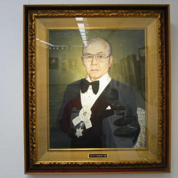 天竜市名誉市民肖像画