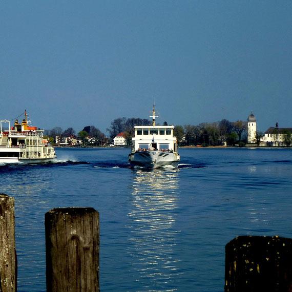 Chiemseeschifffahrt, die große Rundfahrt erlaubt beliebiges Ein- und Aussteigen auf dem Festland und auf den Inseln