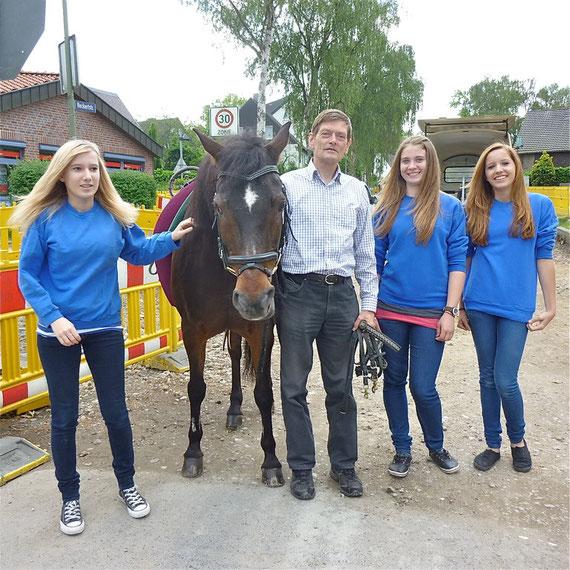 Sparkassenfest am 2. Juni 2012: Maja, Christian, Miriam, Melissa.