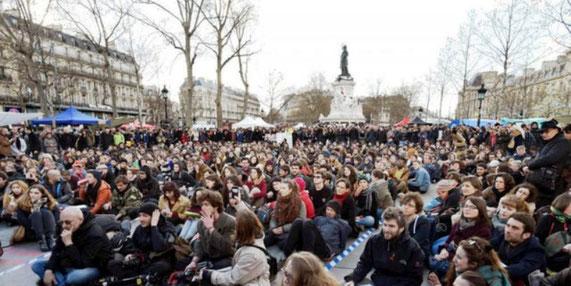 Nuit debout - bevægelsen på 'Place de la République' i Paris 2016