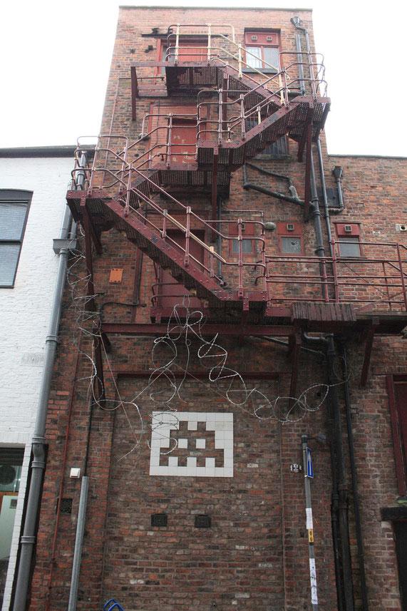※1:イギリス、マンチェスターにある建物の壁に描かれたインベーダーの作品。