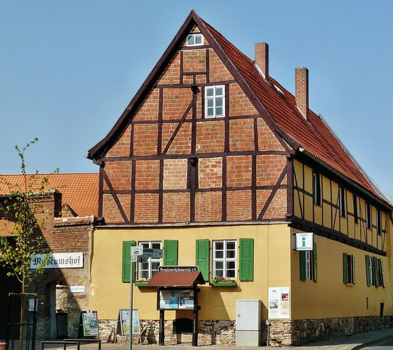 Touristinformation und Museumshof, auch Sitz des Heimatverein - Link zur Homepage