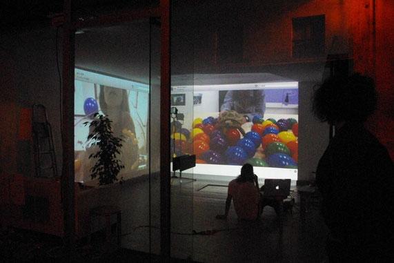 """ La réponse de la plante à l'œuf "" 「卵に対する植物からの応答」 Performance de Tomohito Ishii et Manon Harrois avec  Yutaka Aoki (Tokyo) Koki Hiraishi(Strasbourg) Aoi Kisaka(Kyoto), 2013 ""ILYAURA  The Window""  The window, Paris, France"