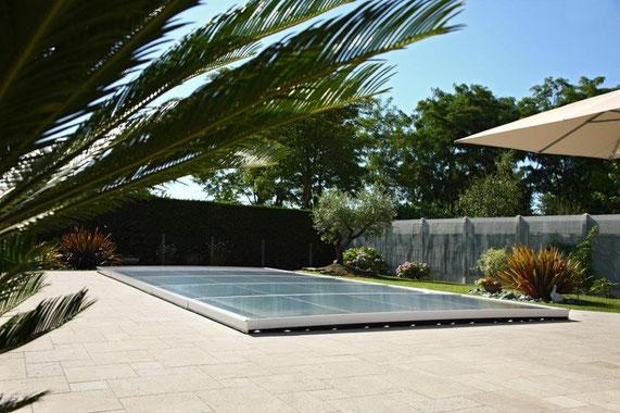abris de piscine plat proposé par aubade piscine distributeur Excel Var