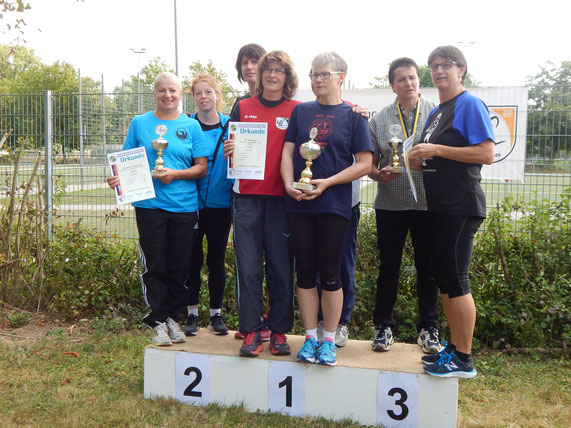 Das WS-2-Damenteam mit Silber (v.l.n.r.: Diana Klein, Anette Borutta und Kristina Telge).