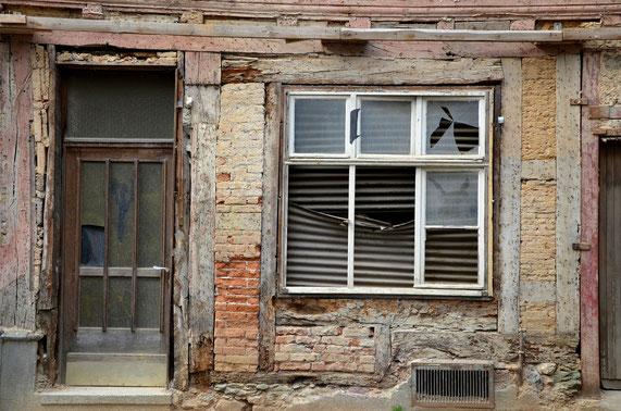 Alte baufällige Hausfront